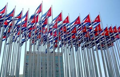 CUBA BANDERAS FRENTE A LA SINA